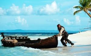 Обои Джек Воробей и лодка, на рабочий стол из фильма Пираты карибского моря