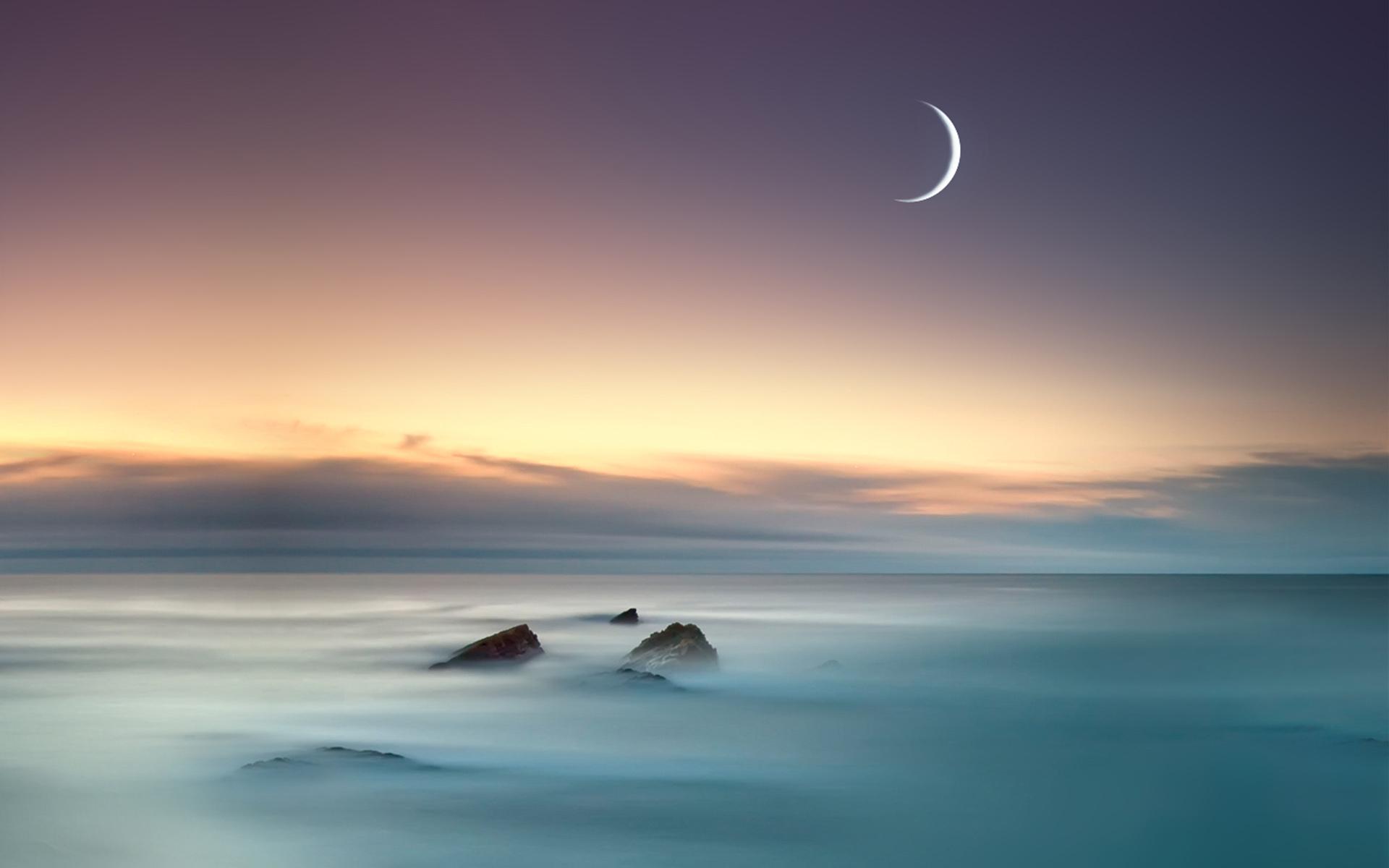 <p>Луна и море</p>
