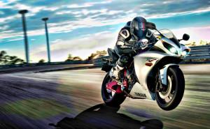 Ямаха с мотоциклистом мото на трассе гонки байк на рабочий стол обои