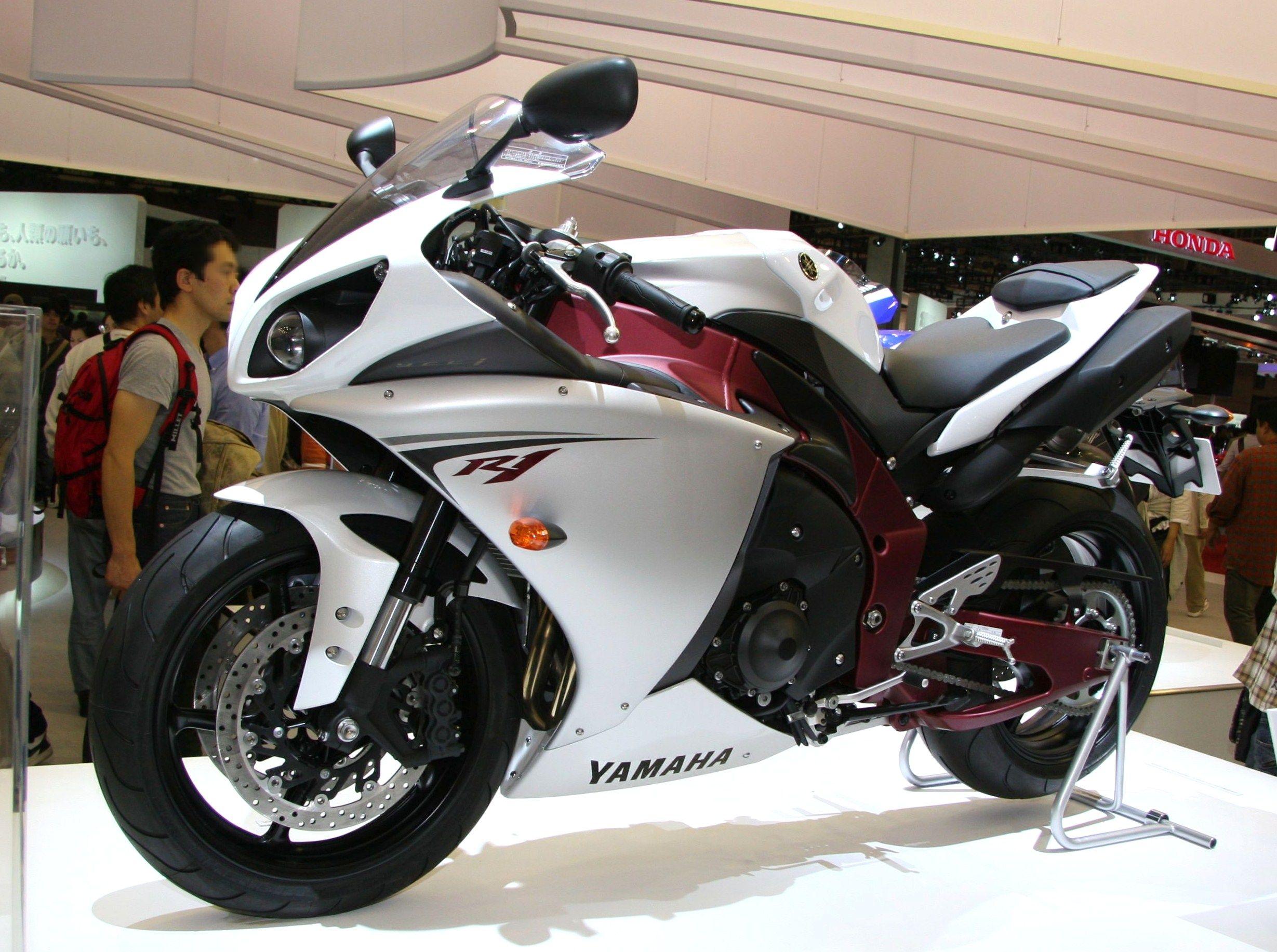 <p>Yamaha YZF R1</p>