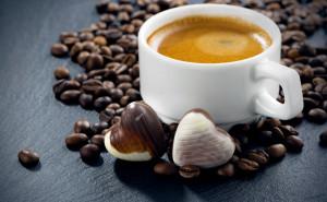 kofe-chashka-konfety-kofeynye
