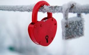 Замок красный любовь иней романтика любовь романтика обои выского качества скачать на рабочий стол