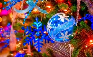 Шарик Праздник Новый год обои на рабочий стол высокого качества скачать рождество снег елки свечи елочные шары