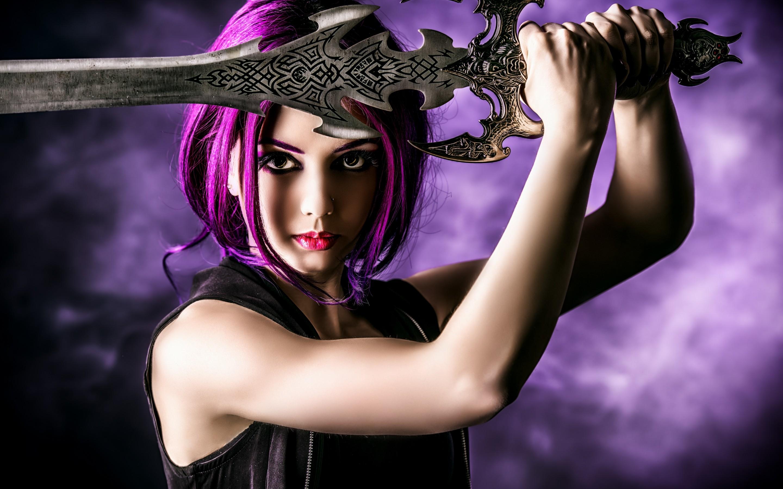 <p>Девушка меч</p>
